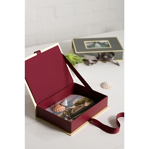 Small Photobox with cut out window, brown